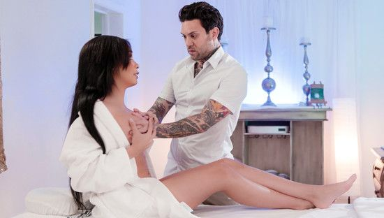 [FantasyMassage] Aaliyah Hadid – Not Her Regular Masseur