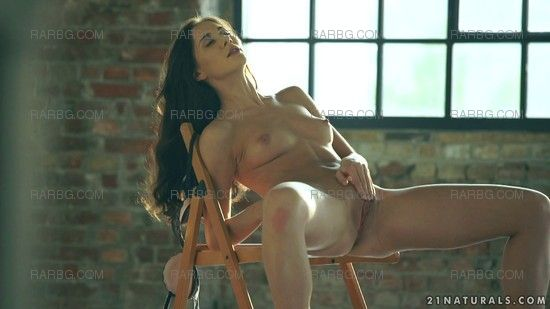 21Naturals – Aruna Aghora – Girl On The Chair